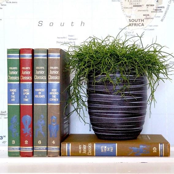 Oval planter Loop