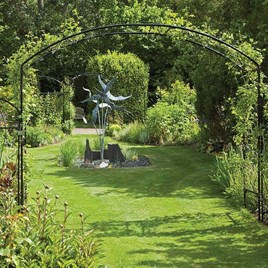 Lift your garden to new heights with this beautiful elliptical arch. Monet appreciated the value of a focal point in the garden to frame a view or dra
